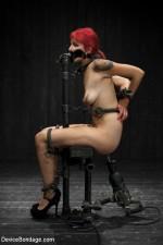Sex-doll Phoenix Askani : Metal Bondage